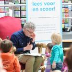 John Buijsman leest voor (Foto: Ad Bogaard)